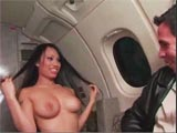 Luci Thai et Peter North voyagent en avion